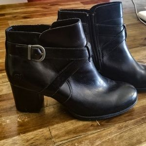 🐃Born- Never worn Classic Leather Booties